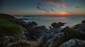 Lapso de tiempo de lujo del panorama 4k de la puesta del sol de la bahía del día de verano Francia almacen de metraje de vídeo