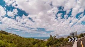 Lapso de tiempo de nubes corrientes sobre la montaña Haifa, Israel de Carmel