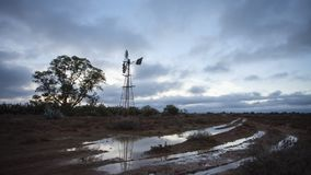 Lapso de tiempo de nubes rápidas en la puesta del sol almacen de video