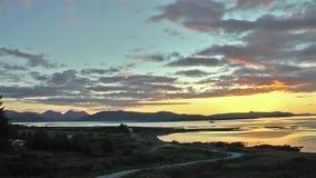 Lapso de tiempo de una puesta del sol sobre el Atlántico almacen de video