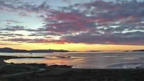 Lapso de tiempo de una puesta del sol sobre el Atlántico almacen de metraje de vídeo