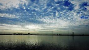 Lapso de tiempo del agua y del cielo almacen de metraje de vídeo