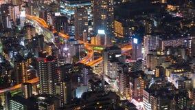 Lapso de tiempo del camino y de la ciudad metropolitanos en la noche, Tokio, Japón del empalme de la autopista almacen de metraje de vídeo