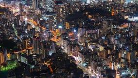 Lapso de tiempo del camino y de la ciudad metropolitanos en la noche, Tokio, Jap?n del empalme de la autopista metrajes