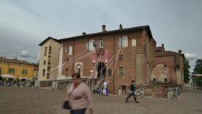 Lapso de tiempo del castillo de Abbiategrasso Visconti, construido en 1382 por Gian Galeazzo Visconti sobre un fuerte del siglo X almacen de video