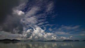 Lapso de tiempo del cielo del mar de la noche almacen de video