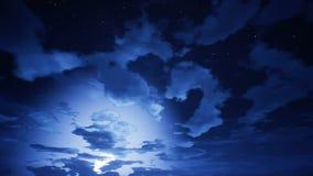 Lapso de tiempo del cloudscape con el cambio del día almacen de metraje de vídeo