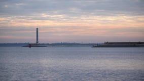 Lapso de tiempo del cloudscape hermoso en el amanecer con las nubes coloridas metrajes