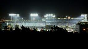 Lapso de tiempo del Dodger Stadium en la noche - Los Ángeles almacen de metraje de vídeo