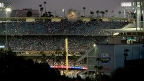 Lapso de tiempo del Dodger Stadium en la noche - Los Ángeles metrajes