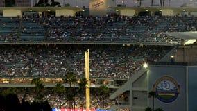 Lapso de tiempo del Dodger Stadium en la noche - Los Ángeles almacen de video