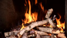 Lapso de tiempo del fuego que quema en chimenea metrajes