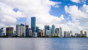 Lapso de tiempo del horizonte de Miami la Florida los E.E.U.U. almacen de video