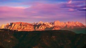 Lapso de tiempo del horizonte de la montaña: Schlern, Rosengarten y Latemar, montañas del este, Alto Adige, Italia almacen de metraje de vídeo