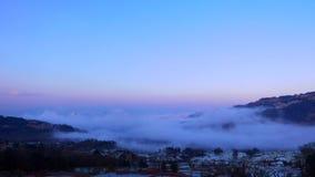 Lapso de tiempo del mar dinámico de nubes en paisaje montañoso de la terraza del arroz metrajes