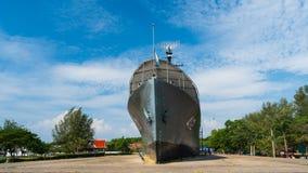 Lapso de tiempo del monumento del acorazado de Luang Prasae de la marina de guerra tailandesa real en Paknam Prasae en Rayong, Ta metrajes