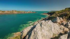 Lapso de tiempo del panorama 4k de la bahía del golfo de la mañana del verano Francia metrajes