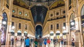 Lapso de tiempo del panorama 4k de Manuel del vittorio de la galería de Milano de la noche que camina Italia almacen de metraje de vídeo