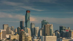 Lapso de tiempo del panorama 4k del top del tejado del hotel de la ciudad de Bangkok del día soleado Tailandia almacen de metraje de vídeo