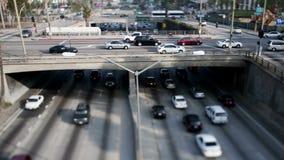 Lapso de tiempo del paso superior en la autopista sin peaje 101 en Los Ángeles céntrico - cambio inclinable almacen de video