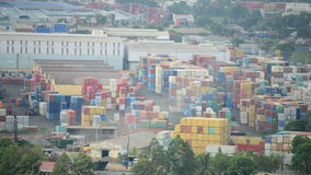 Lapso de tiempo del puerto ocupado del contenedor en Vietnam meridional