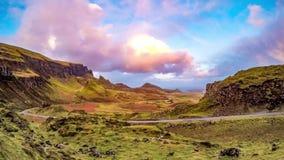 Lapso de tiempo del Quiraing en la isla de Skye en Escocia almacen de video