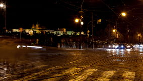 Lapso de tiempo del tráfico de los cruces de Praga almacen de video