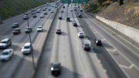 Lapso de tiempo del tráfico en 101 la autopista sin peaje Los Ángeles desplazado inclinable almacen de video