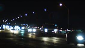 Lapso de tiempo del tráfico en la intersección en la noche metrajes