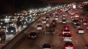Lapso de tiempo del tráfico en la noche - 4K - 4096x2304 almacen de video