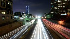 Lapso de tiempo del tráfico en Los Ángeles céntrico en la noche - 4K metrajes