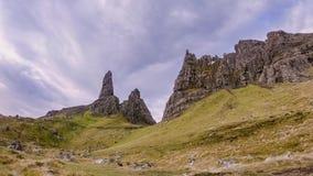 Lapso de tiempo del viejo hombre de Stor en el otoño - isla de Skye, Escocia almacen de metraje de vídeo