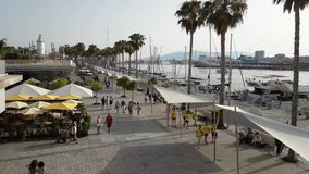 Lapso de tiempo en el Uno de Muelle del paseo de la ciudad de Málaga metrajes