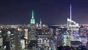Lapso de tiempo famoso de la opinión 4k de la luz de la noche de los edificios de New York City almacen de metraje de vídeo