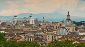 Lapso de tiempo famoso del panorama 4k del tejado del patria del della del altare del paisaje urbano de Roma del día de verano It metrajes