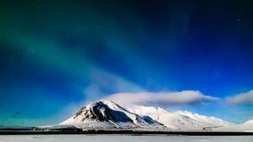 lapso de tiempo 4K Aurora Borealis en noche de la Luna Llena, Islandia almacen de metraje de vídeo