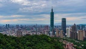 Lapso de tiempo de la ciudad en Taipei, Taiwán almacen de metraje de vídeo