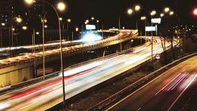 Lapso de tiempo de la conducción de automóviles del tráfico de la carretera en el carretera múltiple del carril almacen de video