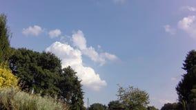 Lapso de tiempo de la mudanza y de la formación de las nubes de cúmulo metrajes