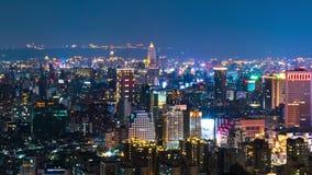 Lapso de tiempo de la noche de la ciudad en Taipei, Taiwán almacen de metraje de vídeo