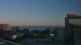 Lapso de tiempo de la salida del sol de Cleveland y del lago Erie almacen de video