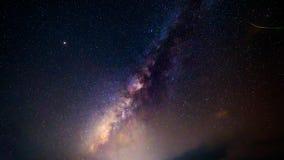Lapso de tiempo de la vía láctea en el cielo metrajes
