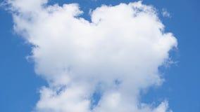 Lapso de tiempo de las nubes blancas La nube hinchada rodante se está moviendo almacen de metraje de vídeo