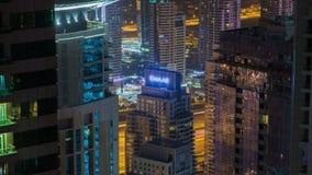 Lapso de tiempo de los rascacielos del tráfico de la noche del puerto deportivo de Dubai almacen de video