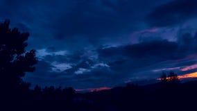 Lapso de tiempo de nubes después de la tormenta de la oscuridad en la noche metrajes