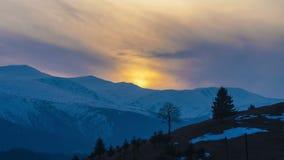 Lapso de tiempo perfecto del paisaje de la montaña almacen de metraje de vídeo
