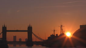 Lapso de tiempo Salida del sol en el centro de Londres almacen de video