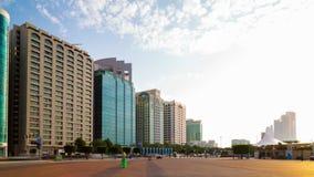 Lapso de tiempo soleado 4k de la bahía de Abu Dhabi almacen de video