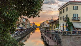 Lapso de tiempo ticinese del panorama 4k del Gran Canal de Milán sunset ripa di porta Italia almacen de metraje de vídeo