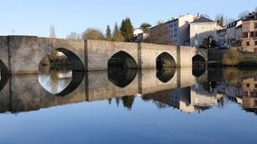 Lapso de tiempo de un puente famoso en Limoges almacen de video